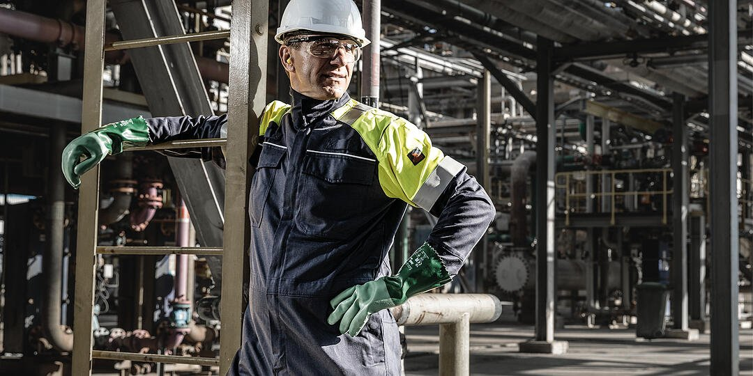 Comfortable_protective_clothing_steel_metal_industry