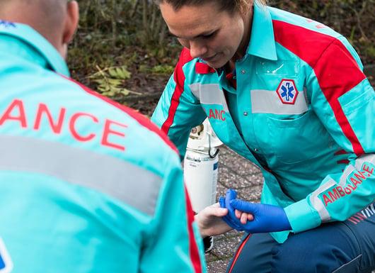 Neue uniformen für niederländischen rettungsdienst