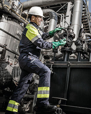 Chemical_industry_protective_clothing_1